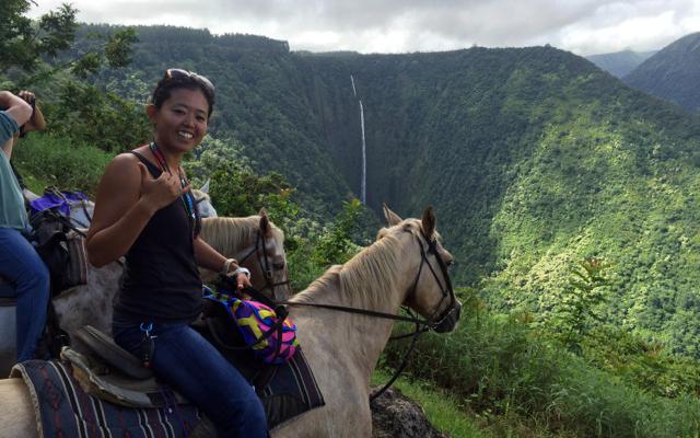 日本語ガイドと行く  ワイピオ渓谷山乗馬