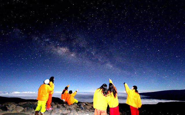 マウナケア山頂スターゲイジング&サンライズと世界遺産キラウエア火山と星のツアー