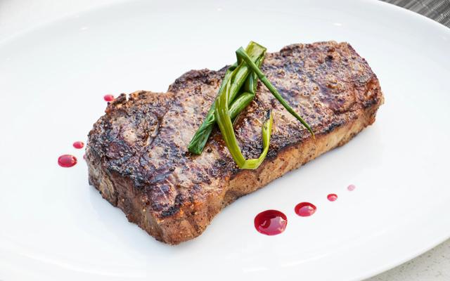 ディナー&シティ・ライト・タンタラス  ストリップステーキ (スタンダード)