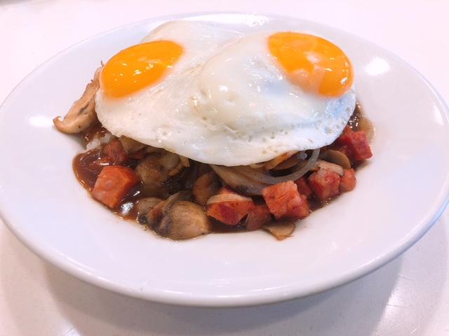 ダイヤモンドヘッド・ハイキングとエッグスンシングス朝食
