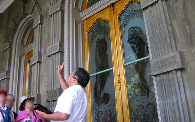 イオラニ宮殿とオアフ名所めぐりツアー